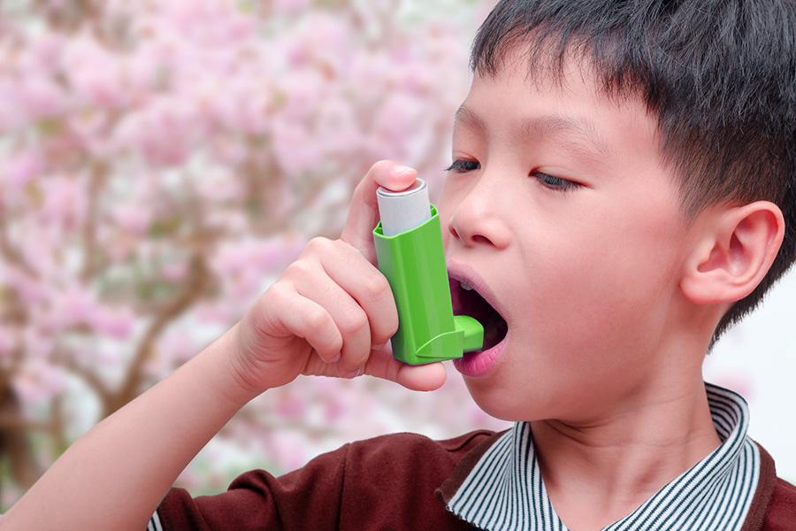 bambino con asma
