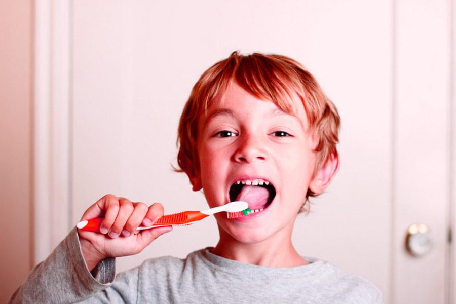 lavaggio denti bambini