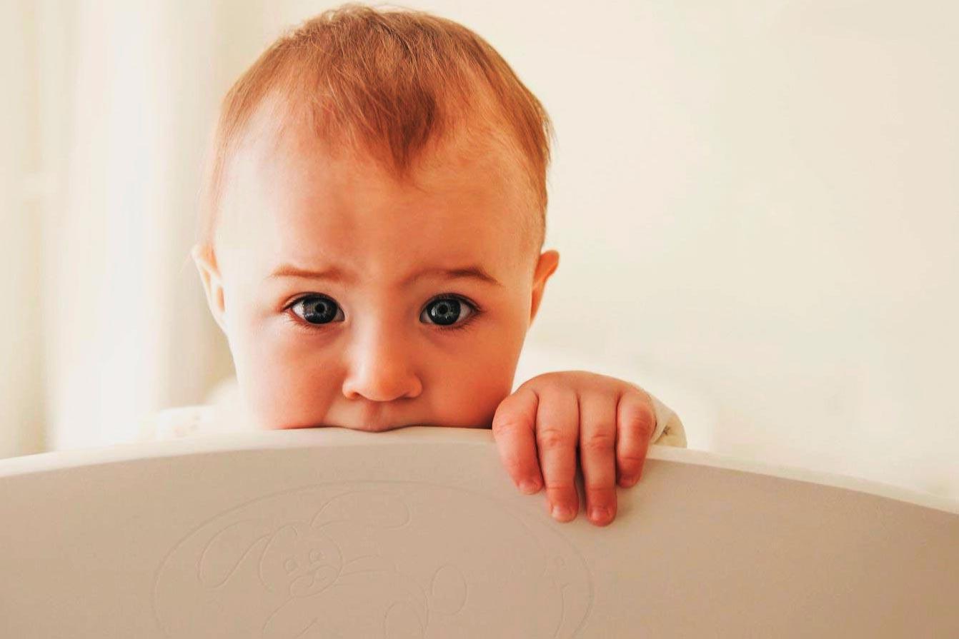 perché i neonati mordono le cose