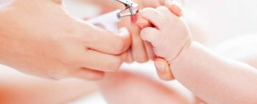 taglio unghie neonati