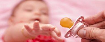togliere ciuccio neonati