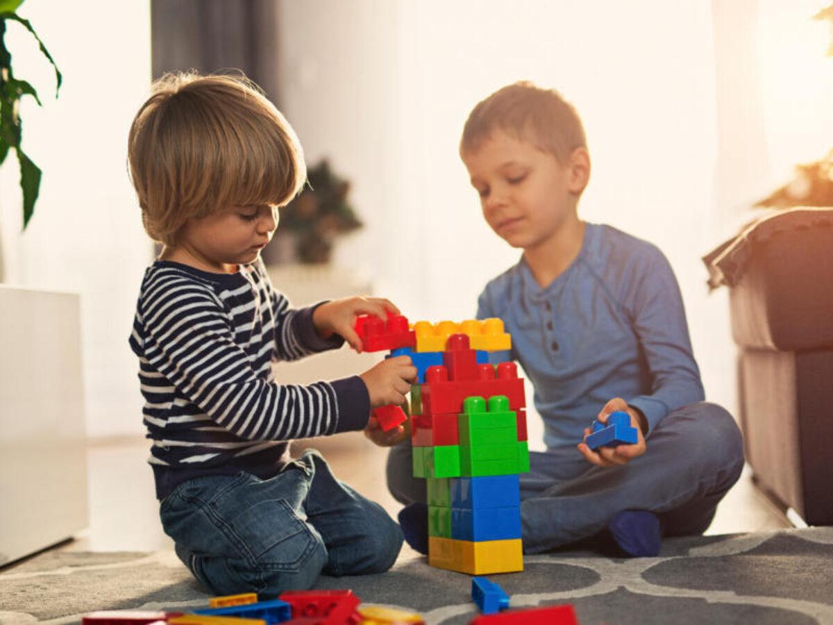 Bambini Che Vogliono Giocare In Salotto Come Comportarsi Mamma Sto Bene
