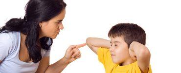 bimbo e mamma che litigano