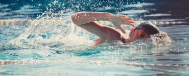 benefici del nuoto per gli adolescenti