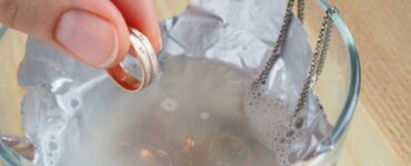 pulire i gioielli con trucchi casalinghi