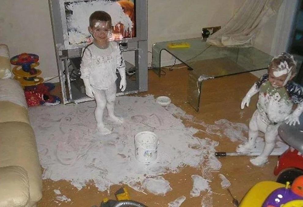 Bambini aiutano a ristrutturare casa