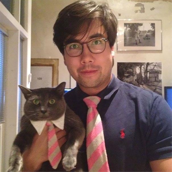 Il proprietario e il gatto