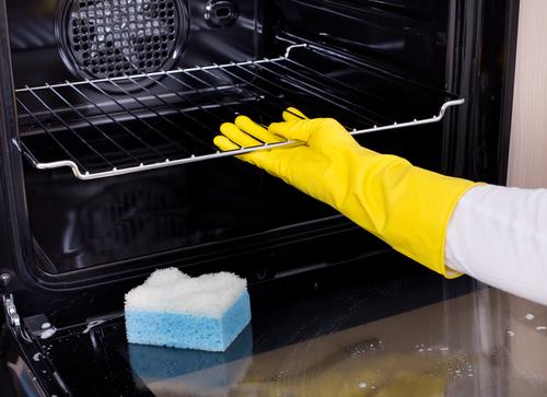 Rimuovere i vassoi e le griglie