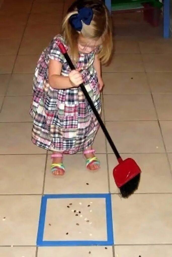 Come insegnare ai bambini a pulire casa
