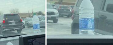 bottiglia d'acqua sul cofano dell'auto
