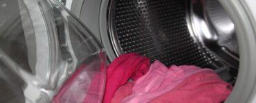 vestiti bucati dopo il lavaggio