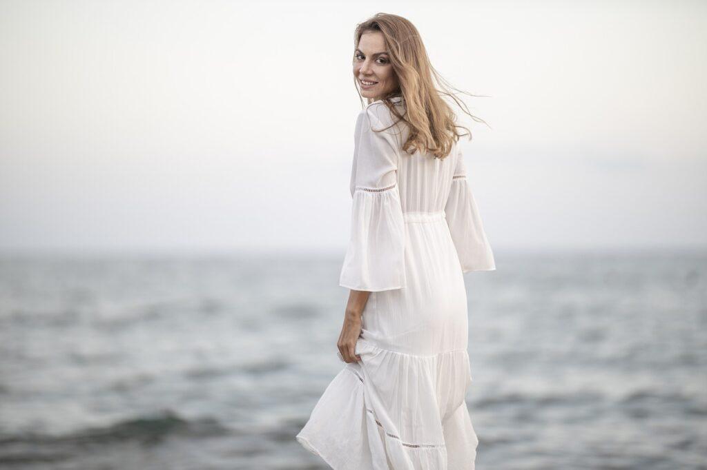 Capi di abbigliamento bianchi