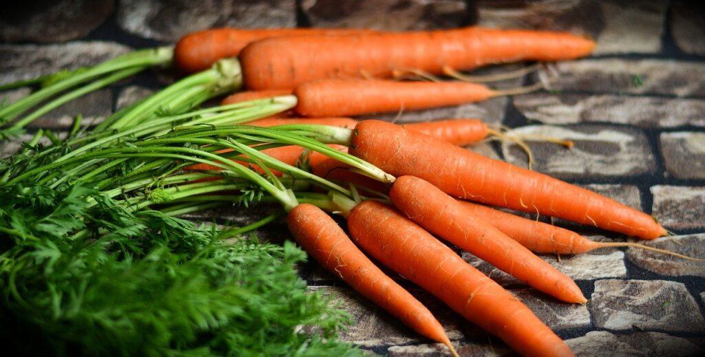Come preparare le carote in salamoia