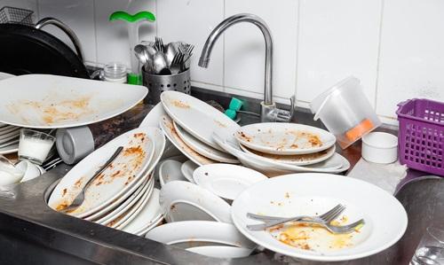 Lasciare i piatti da lavare