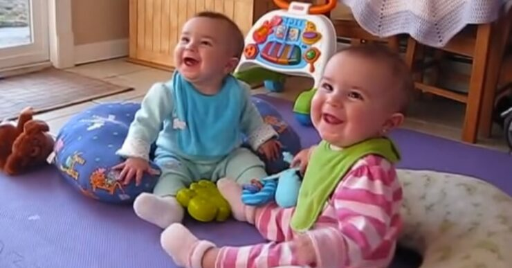 gemelline di 10 mesi rivedono il padre Mammastobene.com