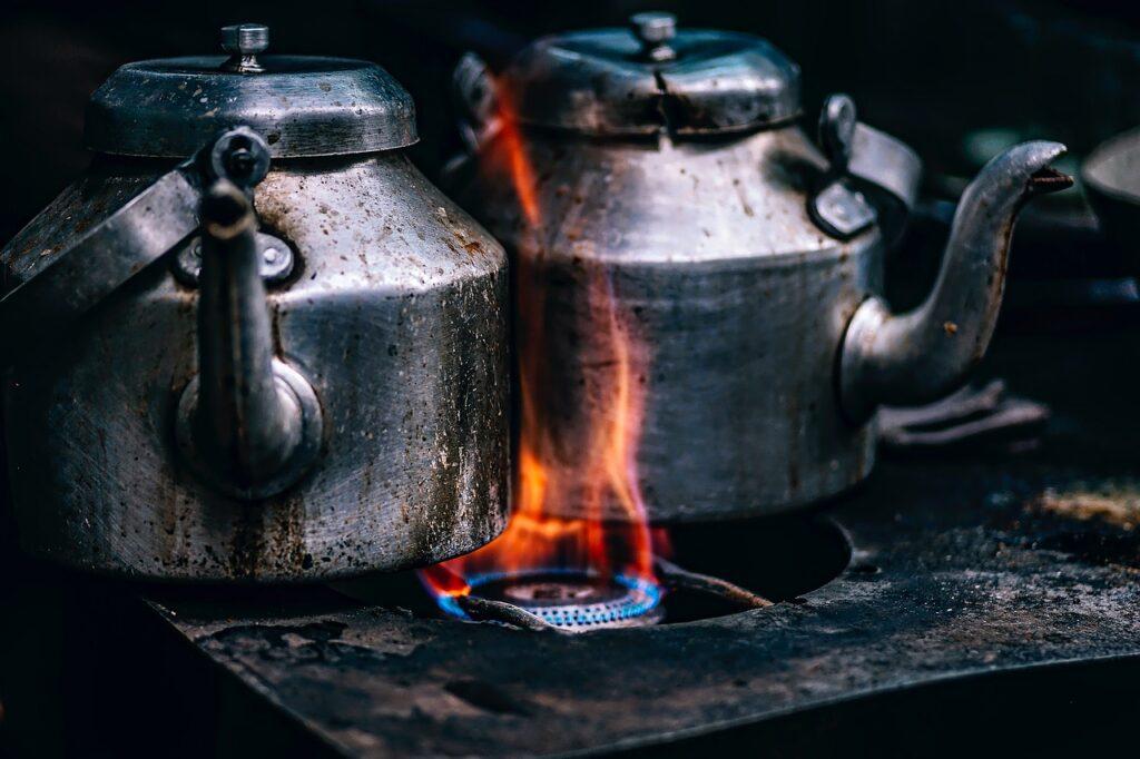 Bruciare le pentole sul fuoco