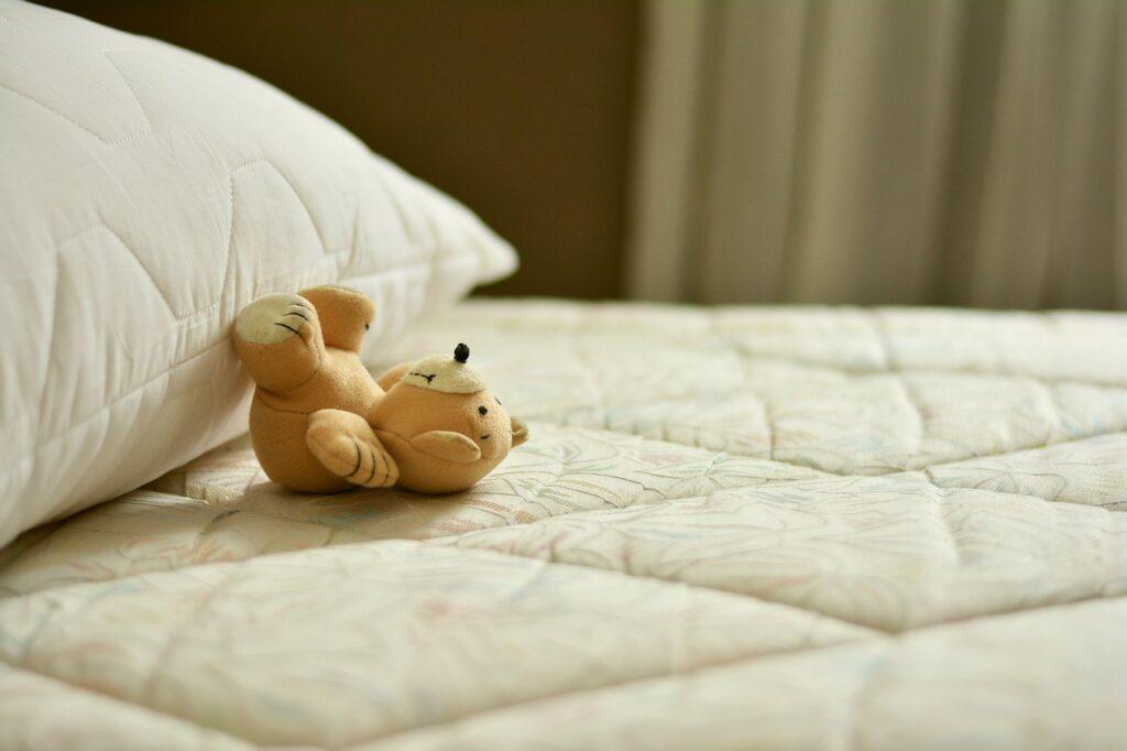 Rimedi per rimuovere le macchie dal materasso