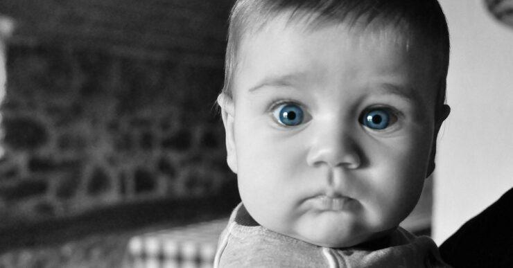 Bambino vede il gemello del padre