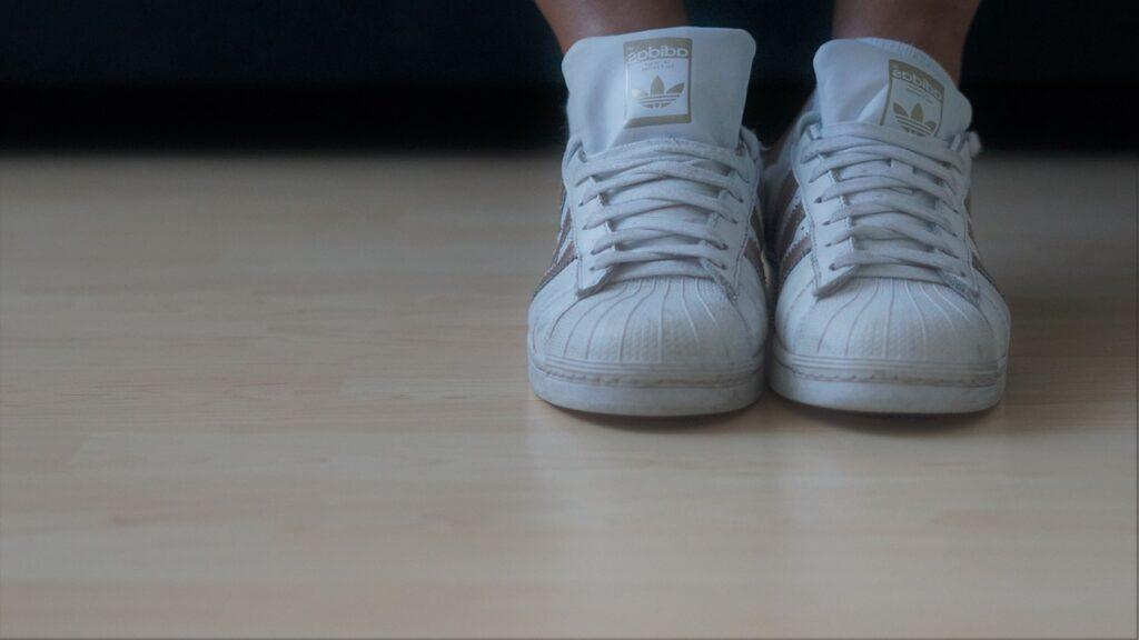 Istruzioni sull'etichetta per il lavaggio delle scarpe