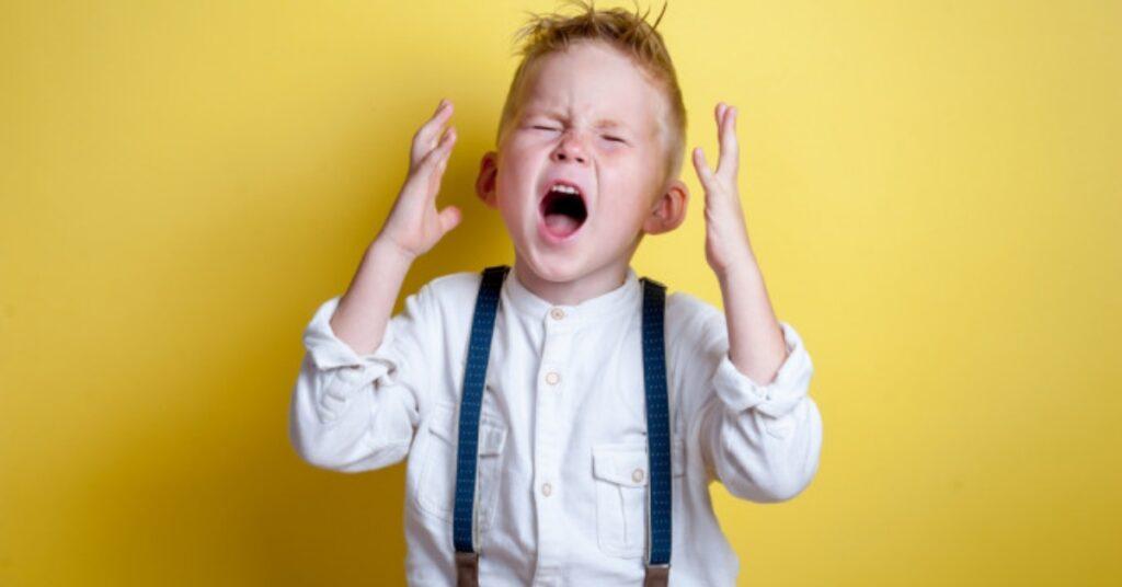 Foto di un bambino che urla
