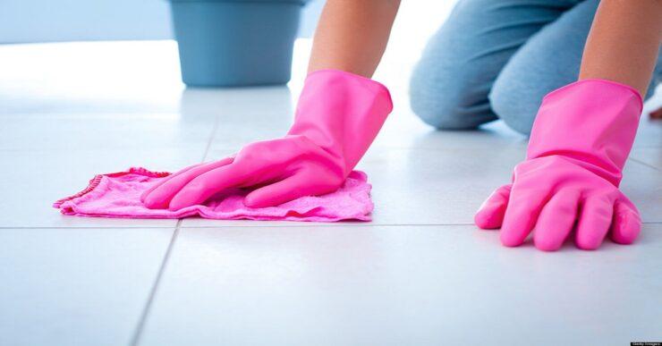 Come pulire le fughe delle piastrelle annerite