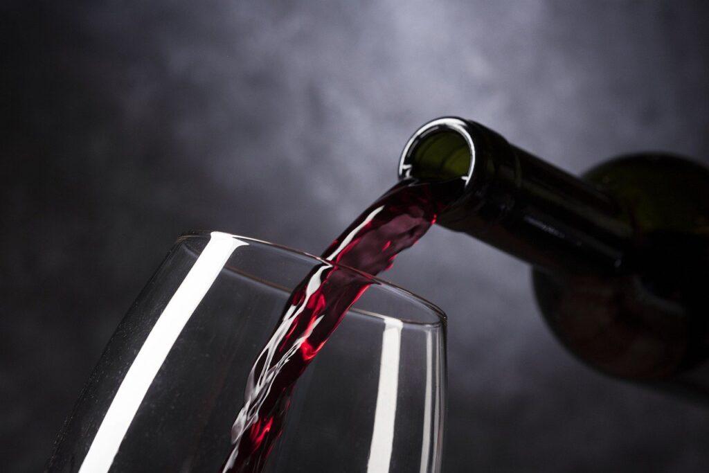 Come rimuovere le macchie di vino
