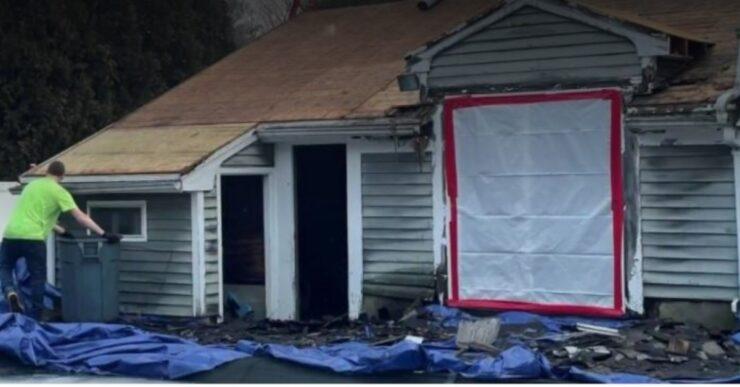 Riparano gratis il tetto di casa ad una mamma