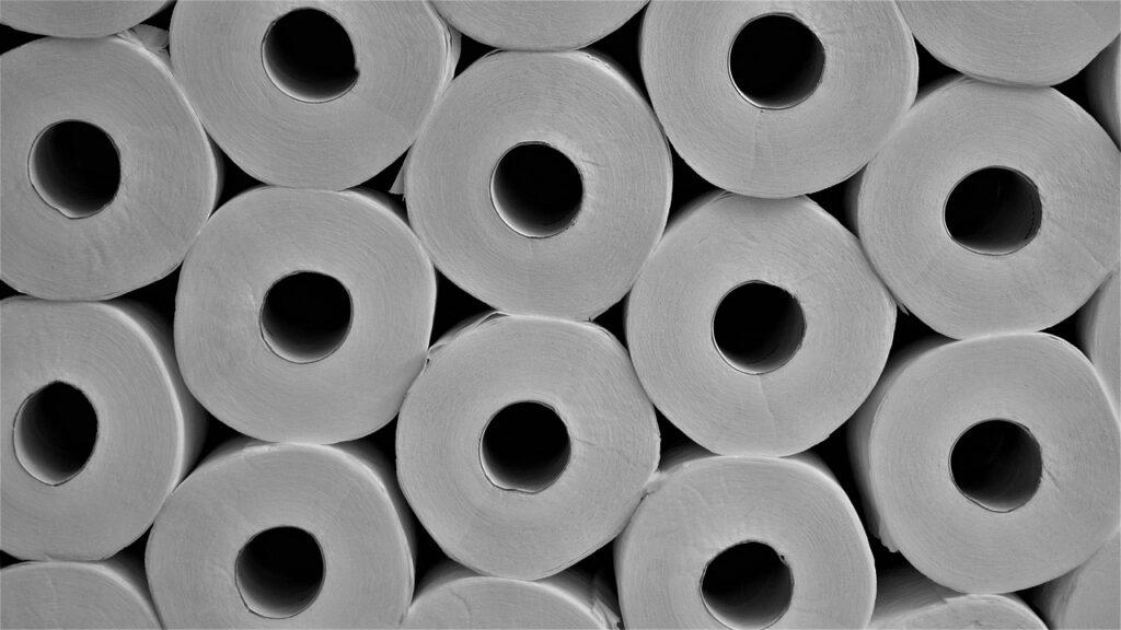 Schiacciare il rotolo di carta igienica