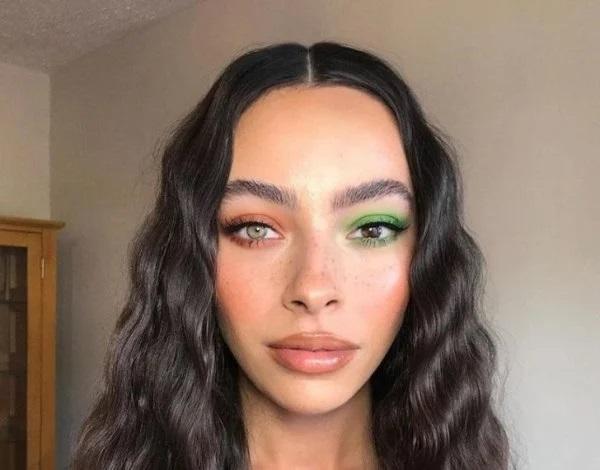 Questa ragazza invece ha due occhi con colori differenti
