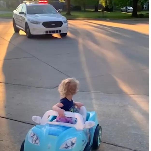 Il poliziotto e la bambina