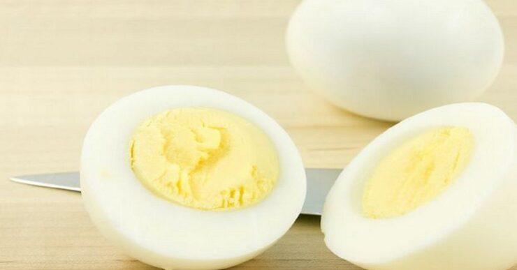 Il metodo migliore per sbucciare un uovo sodo