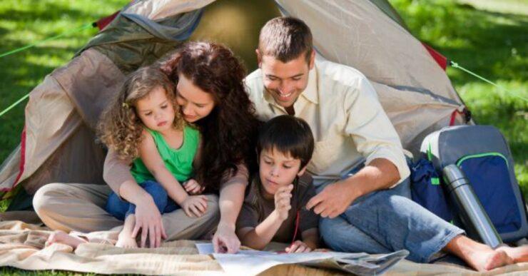Famiglia in campeggio