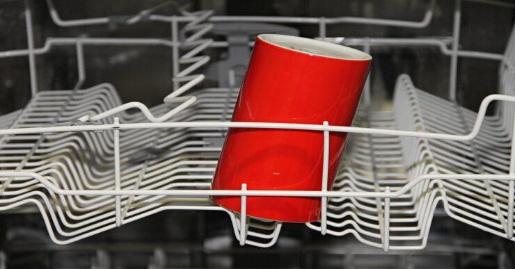 lavastoviglie che sono state disastrosamente abbandonate