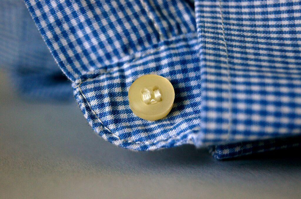 Come stirare i polsini della camicia