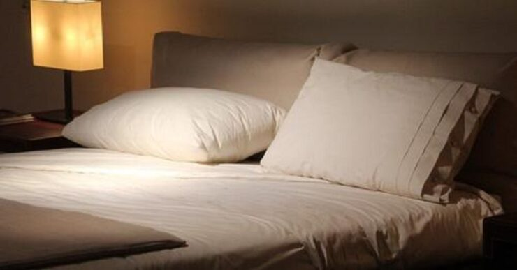 Chi dorme sul lato destro del letto