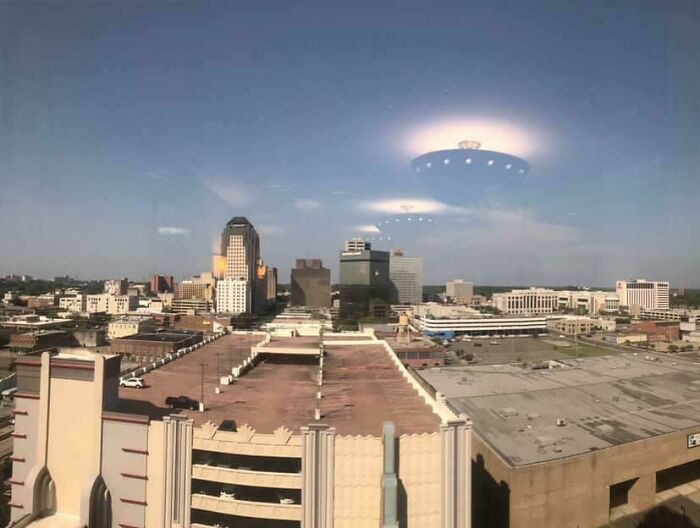 navi aliene che scendono su Shreveport