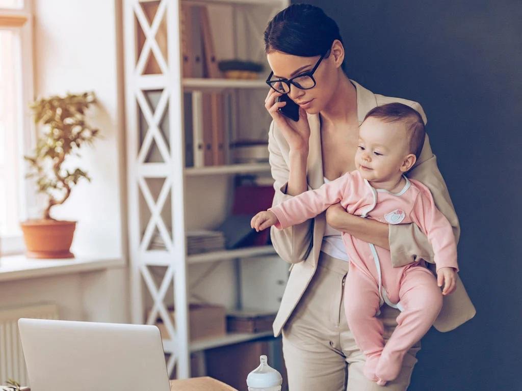 donne che riescono a gestire casa, famiglia, lavoro