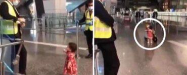Bambina educata chiede il permesso a un ufficiale