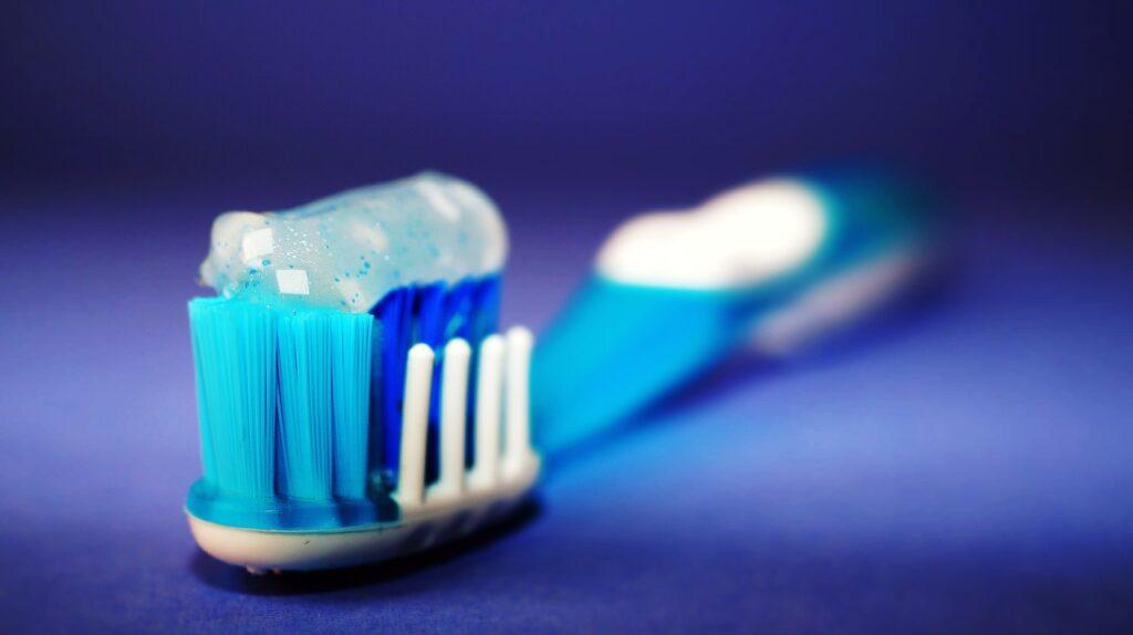 Come pulire le pareti di casa con il dentifricio