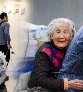 Fattorino porta la madre malata di Alzheimer a lavorare