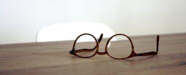 Come eliminare i graffi dagli occhiali