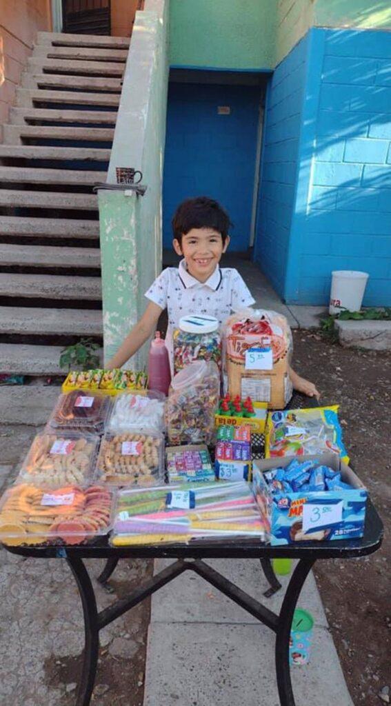 Bambino vende dolci